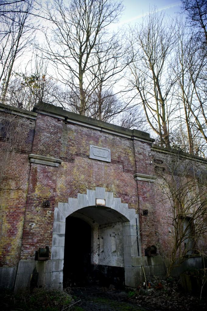 Poort van het uit 1878 daterend fort. Hopeloos verouderd in 1914