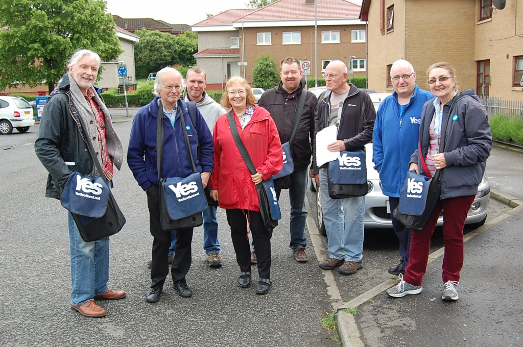 Mary McGabe en haar Scotland Yes canvassers (eigen foto)