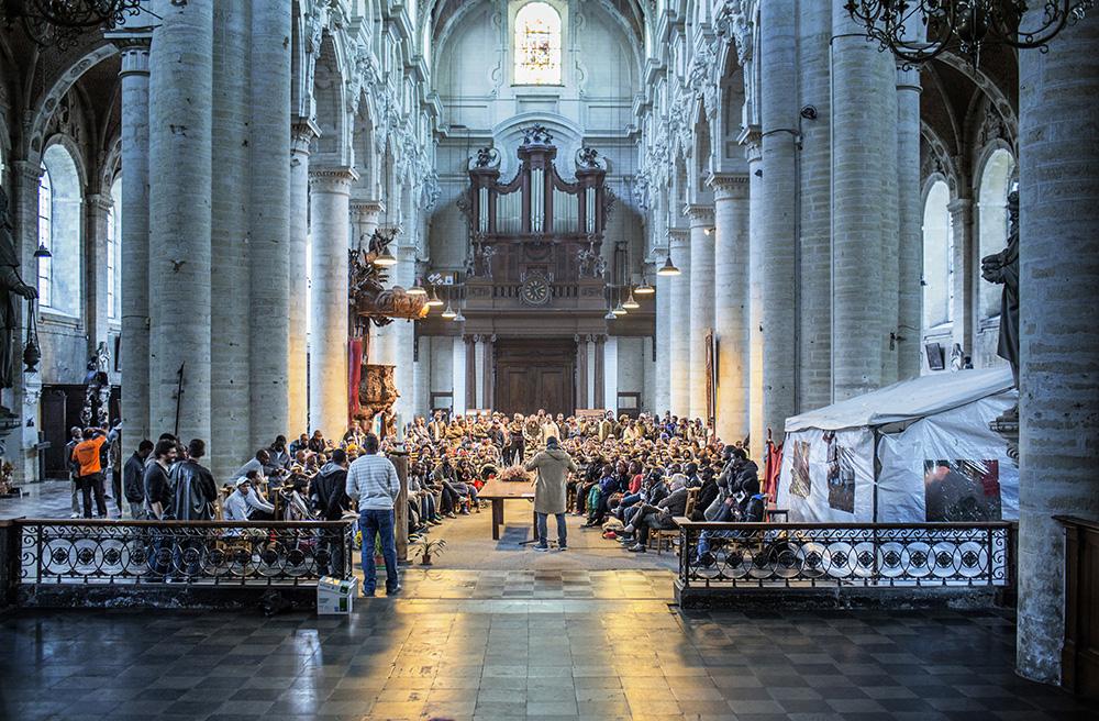bijeenkomst ebola-illegalen in de Brusselse Begijnhofkerk (foto: Franky Verdickt)