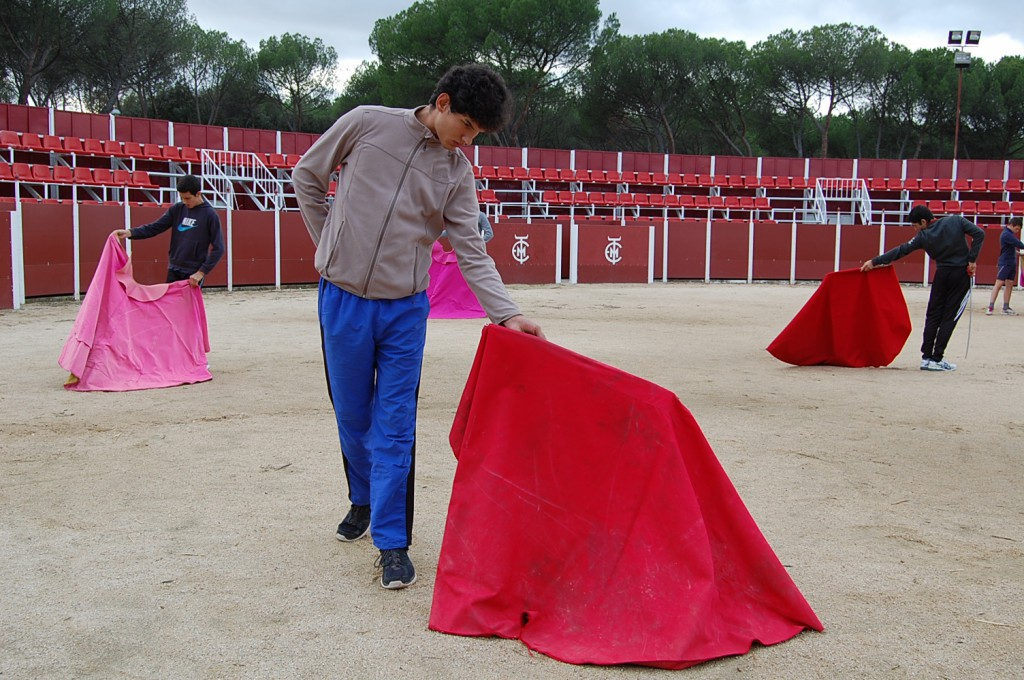 oefenen met de capote in de Escuela Taurina de Madrid