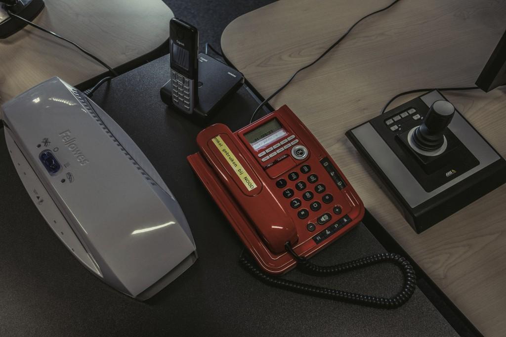 Ook het VVC heeft een rode telefoon voor noodgevallen (foto: Jonas Lampens)
