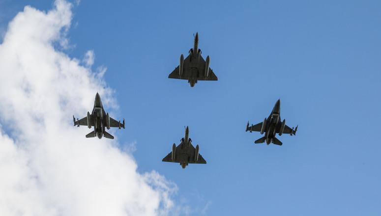 NAVO-vliegtuigen patrouilleren in Baltisch luchtruim. Scramble's met Russische Sukhois zijn schering en inslag
