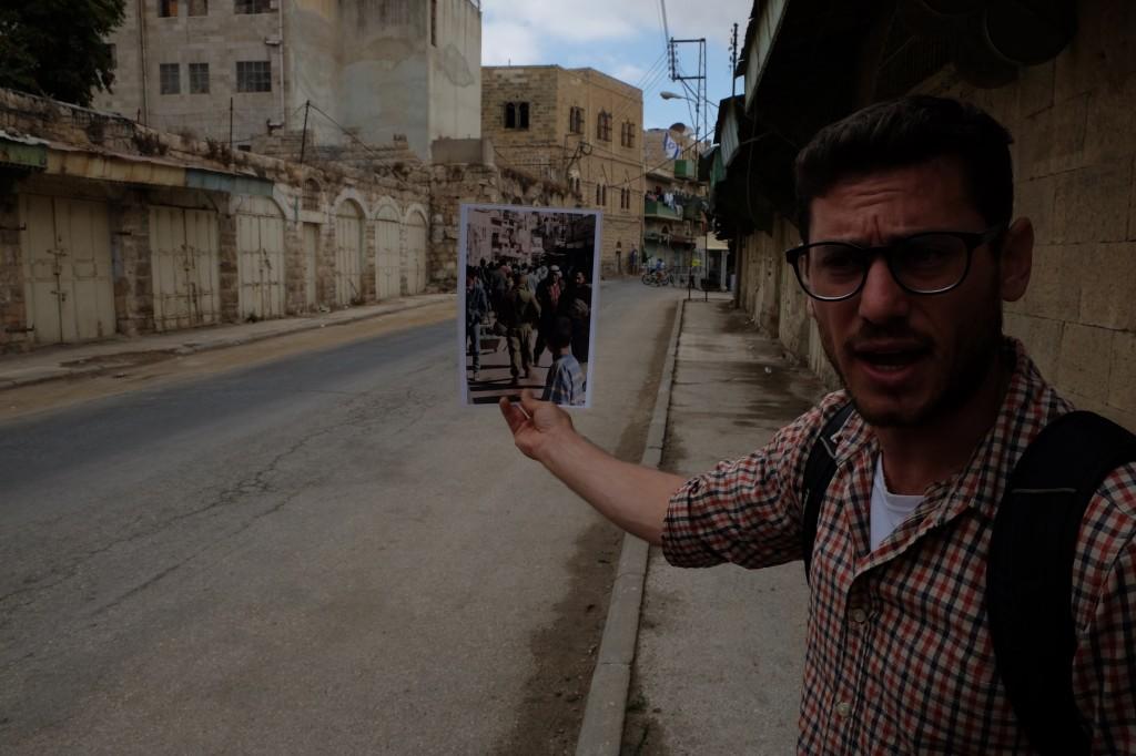 Achya Schatz in de ooit bruisende soek van Hebron (foto: ER)